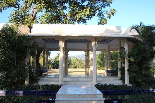 weißer Pavillon im Ananda