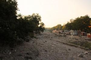 Flussbett, dem der Monsun ordentlich zugesetzt hat