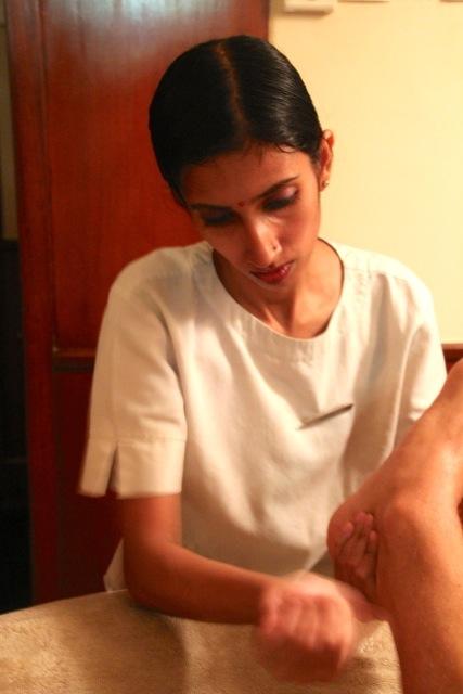 wir werden mit einer Fuß-Massage verwöhnt