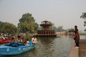 Spaß auf einen künstlichen See am India Gate