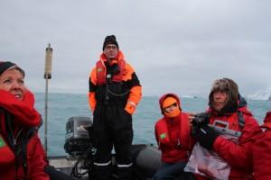 m Schlauchboot besuchen wir den Ort, wo Shackletons Männer vier Monate ausharren mussten