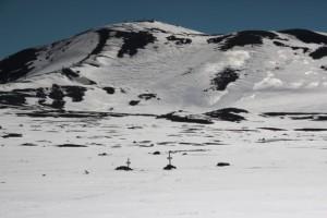 der Friedhof verschwindet im Schnee