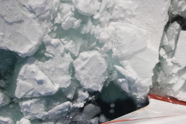 Frei: Letzte Eisbrocken werden zur Seite gestoßen