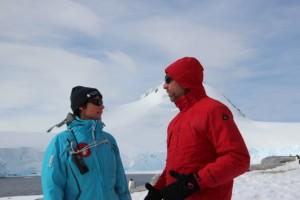 Dirk im Gespräch mit einer der Forscherinnen