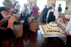 der 19. Geburtstag der Bremen wurde mit Torte gefeiert