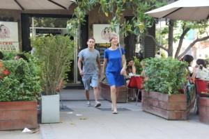 """Das Eiscafé """"Emporio Rosa"""" ist beliebt auch bei den jungen Stylern der Stadt"""