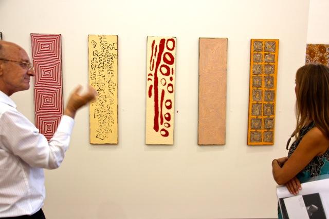 Die Galerie Utopia präsentiert die Kunst der Aborigines, Bryan Hooper erklärt die Kraft der immer wieder kehrenden Motive