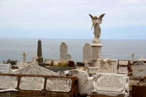 der Friedhof außerhalb der Stadt