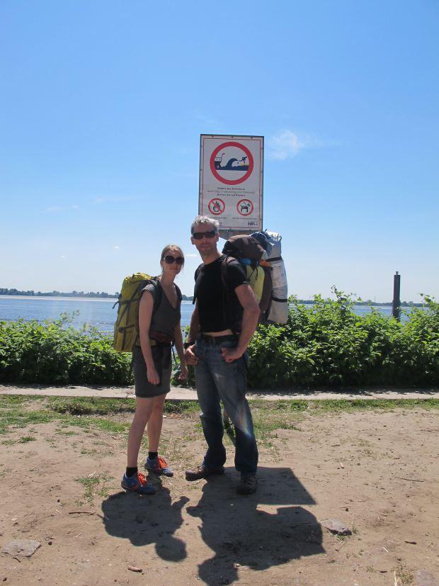 Susanne und Dirk auf dem Weg zum Zeltplatz