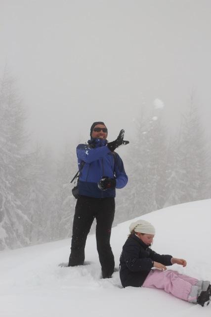 und plötzlich kam der Nebel – Zeit für eine Schneeballschlacht