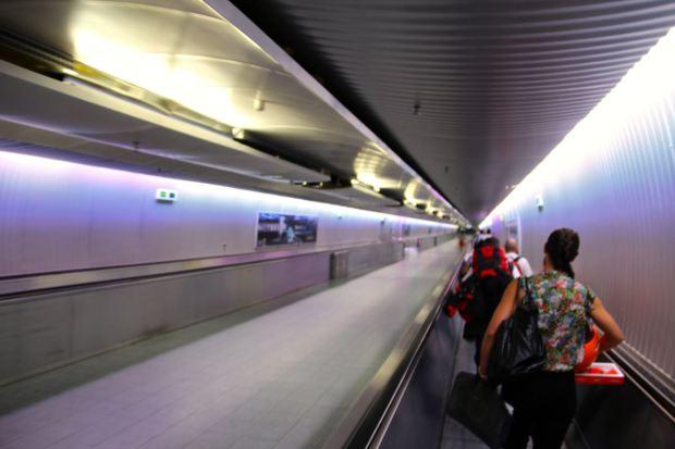 Im Transit-Rausch, auf dem Weg zum Terminal in Frankfurt
