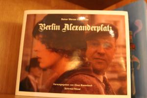 """Bücher im """"Romanischen Café"""""""