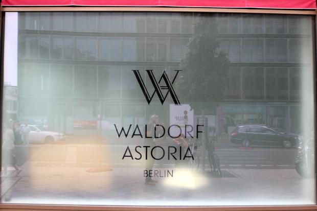 Fenster mit Logo