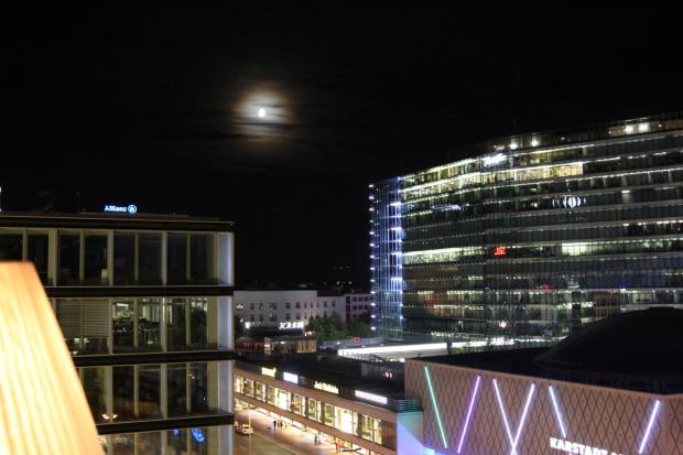 der Mond über der Stadt
