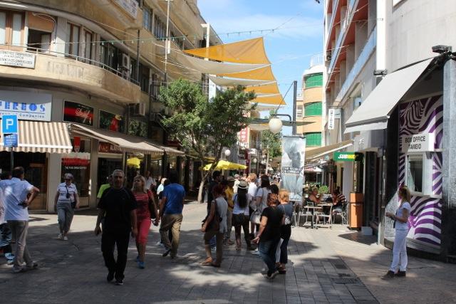 Unter Sonnensegeln: Ledra-Street – die Shoppingmeile von Nikosia